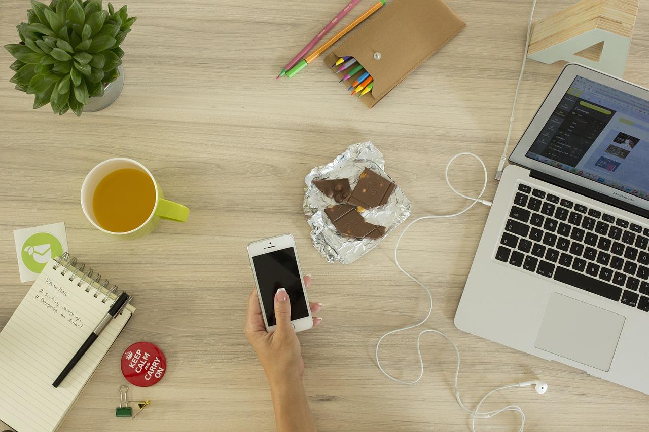 Die Steuerung der Lautsprechereinstellungen gelingt ganz bequem per Smartphone. (Foto: Unsplash / pixabay.com)