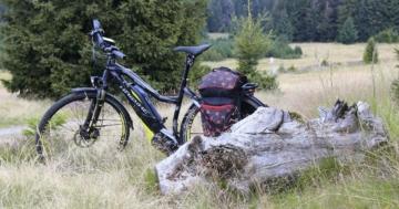 Ausflug mit dem Fahrrad - ein Fahrradradio sorgt für Musik unterwegs